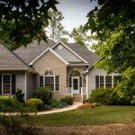 What qualities should a good investment property have?